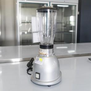 Blender simplu, second hand, pahar transparent din plastic cu capacitatea de 1.5 litri